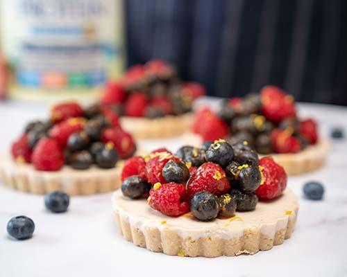 Mini vegan berry pie