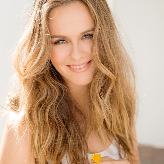 Alicia Silverstone for mykind Organics